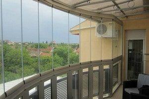Як замовити засклення балконів і заощадити