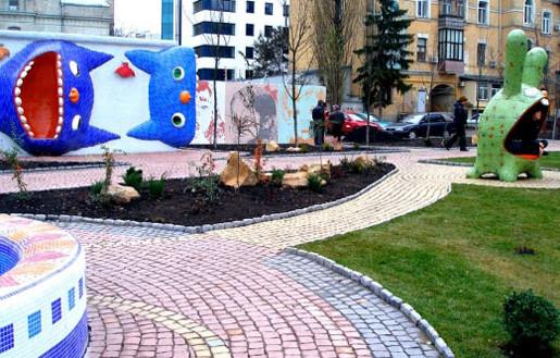 на пейзажной аллее в Киеве