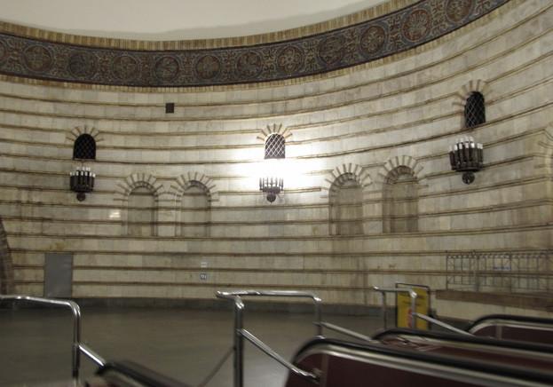 метро Золоты Вортота фото вестибюль между эскалаторам