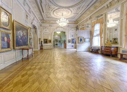 Белый зал в Киевском музее русского исксства
