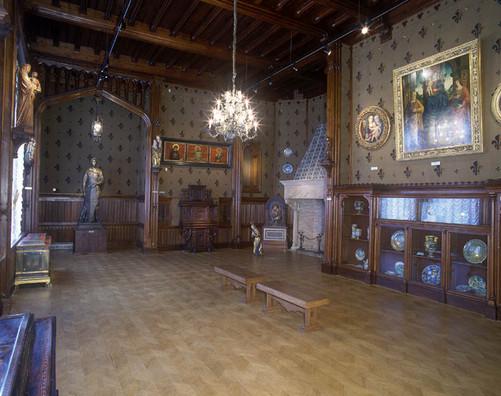 Зал Киевского музея восточного и западного искусства