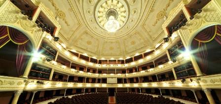 Архитектура в зале театра русской драмы имени Леси Украинки