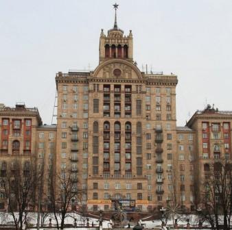Дом со звездой на улице Крещатик в Киеве