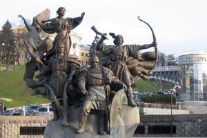 Памятник оснавателей Киева на площади Независимости