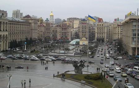 Панорамное фото улицы крещатик со стороны площади Независимости в Киеве
