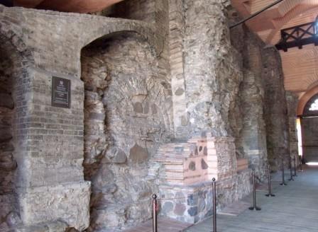 Проезд музея золотых ворот в Киеве вото внуреннего помещения.j2pg