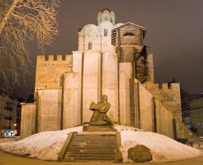 Фото музея золотых ворот в вечернее время 1