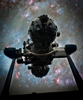 Аппартат большой цейс в Киевском планетарии