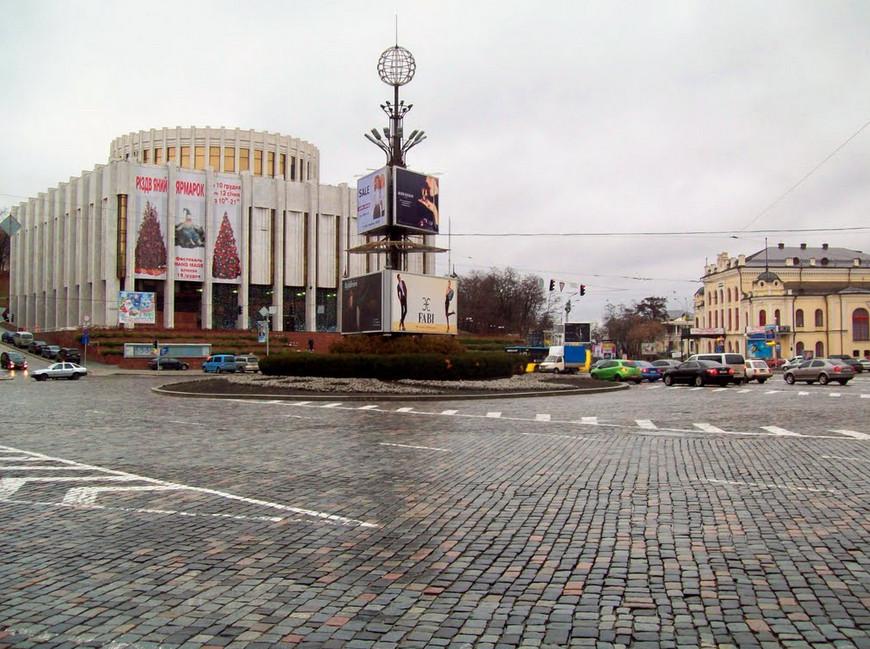 Здания Украинского Дома и Национальной Филармонии Украины на Европейской площади в Киеве