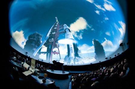 зал с посадочными местами в планетарии атмасфера в Киеве