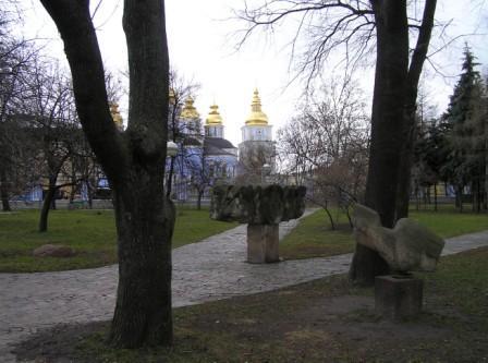 Михайловский собор и скульптуры на владимирской горке в Киеве