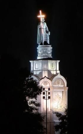 подсветка памятника владимира вечером