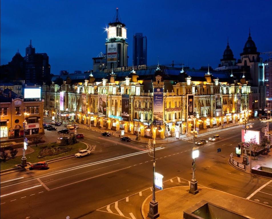 Бессарабская площадь вечером