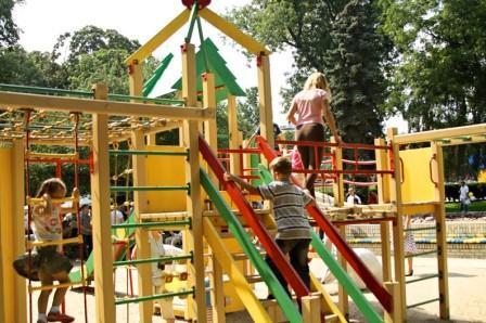 Детская площадка в парке Шевченко Киев