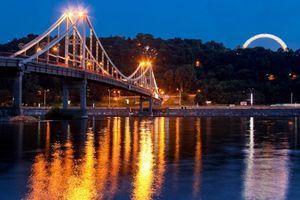 Вечерняя автобусная эскурсия по Киеву (Пешеходный мост)