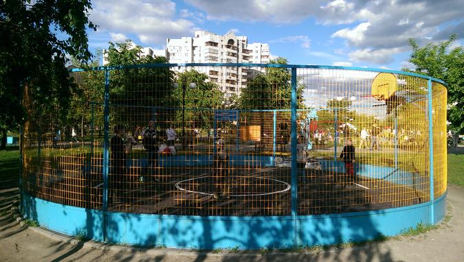 Баскетбольная площадка парк Позняки